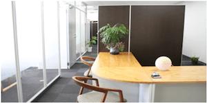 事務所の入り口風景