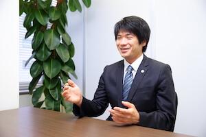 関根翔弁護士の顔写真