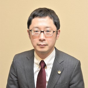千貝弁護士の顔写真