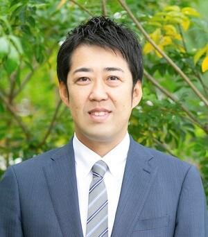 反方弁護士の顔写真