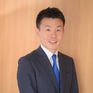 神前弁護士の顔写真