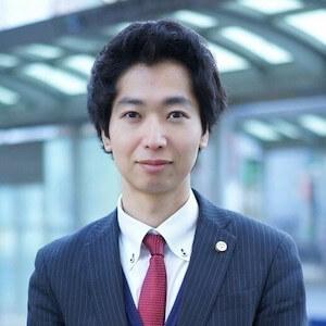 吉岡弁護士の顔写真