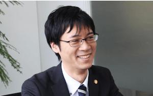 柳川弁護士の顔写真