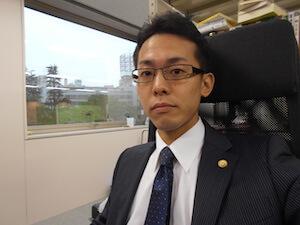 加藤弁護士の顔写真