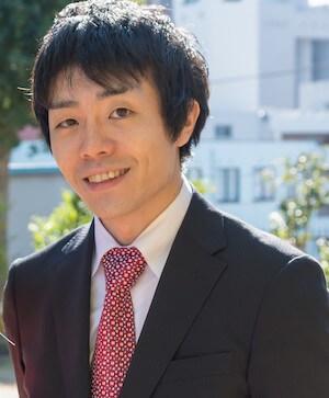 西川弁護士が笑っている写真