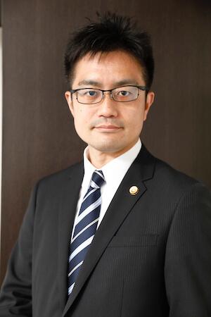 藤原弁護士の顔写真