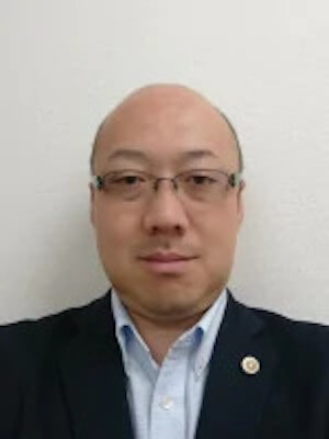 及川弁護士の顔写真