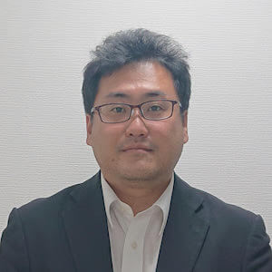 中尾弁護士の顔写真