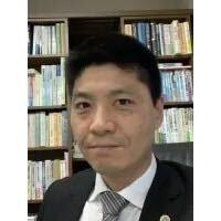 粟野弁護士の顔写真