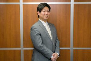 石田弁護士の顔写真