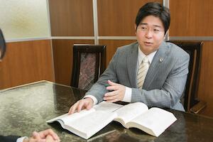 石田弁護士が説明している様子