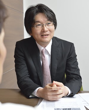平岡弁護士が説明している様子