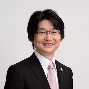 平岡弁護士の顔写真