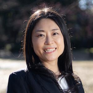 伊奈弁護士の顔写真
